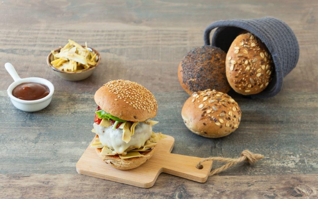 Panino soft ai semi con hamburger e Harissa