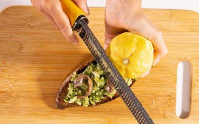 Bruschette con crema di broccoli, acciughe e limone