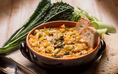 Ribollita toscana: la zuppa di fagioli e pane raffermo