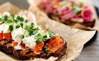 Crostone di pane, ricette per un aperitivo gourmet