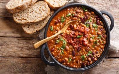 Zuppa di fagioli con crostini di pane