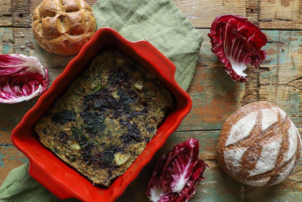 Torta di pane con radicchio e cavolo nero